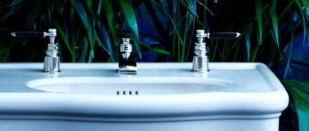 Bu çift muslukların havalı, özel tasarım olanlarına bir örnek, bir de her evde bulunan daha alelade olanları var, ama onların fotoğrafını internette bulamadım.