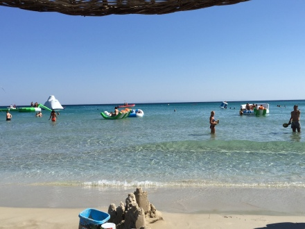 Fun Beach'teki deniz oyuncakları... Öyle kolay göründüğüne bakmayın, çıkması gayet zor! (Fotoğraf: Filiz Taylan Yüzak)